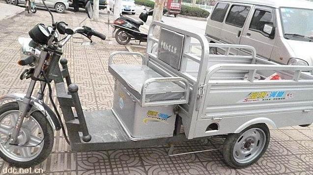 转让刚买不到半年飞鸽电动三轮车