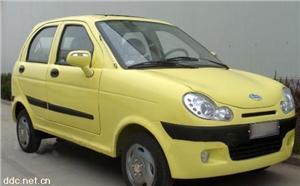 山东巨环黄色款电动汽车