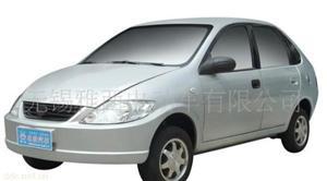 雅西银色轻型电动汽车
