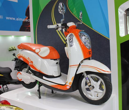 蓄电池  电池:20 ah 电压:60 v 电机功率:500 w 浏览电动摩托车品牌