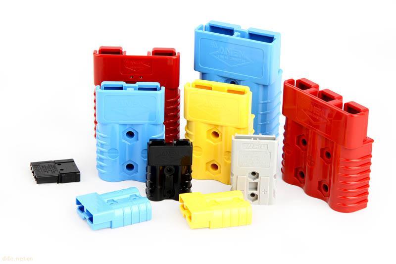 防金指/防测试PIN/防触电式 新型连接器 规格如下:SA30 /SAS30 /SAS50 主要特点: 1. 双极/三相接口,并标有正负地,带护套式和固定槽设计,便于插拔和固定; 2. 端子用高纯电解红铜精密冲压而成, 3. 胶壳采用PC 高温材料, 并有防金指/防测试PIN/防触电式.防误插设计; 4. 牢固的设计 , 胶壳壳体设计有防滑槽; 5.