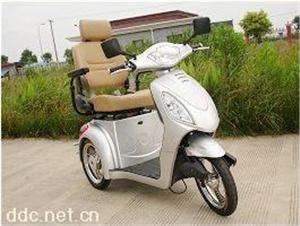 三轮老人代步休闲电动代步车
