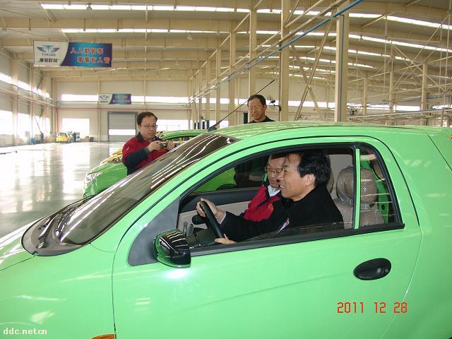 山东唐骏欧铃汽车制造有限公司(原淄博汽车制造厂)位于山东淄川经济开发区。企业始建于1956年,国家定点汽车生产企业,国内最早生产轻型汽车的厂家之一。 公司现有员工2000余人,专业技术人员300余人。工厂占地60余万,建筑面积23万,拥有冲压、焊接、涂装、总装、检测等20余条国内先进的汽车生产线。工厂已形成年产10万辆整车的规模能力。公司通过了ISO9000质量管理体系、ISO10012测量管理体系、ISO14000环境管理体系、OHSAS18000职业健康安全管理体系和标准化良好行为企业等认证。汽车产品