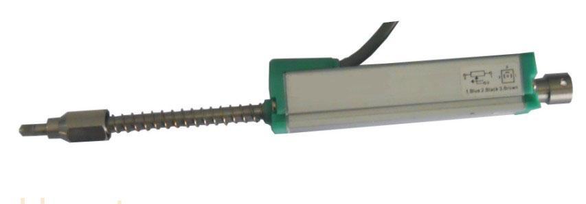 德国JINGX公司超精密度导电塑料基片以及铂金电刷组装而成的直线位移传感器(俗称 电子尺,电阻尺)。 量程75-1000mm,线形度达到0.08%~0.04%FS ,重复精度0.01mm 。寿命一亿次。 外壳表面阳极处理,防腐蚀,无温漂,寿命长,具有自动电气接地功能。 防护等级为IP65。 DIN430650标准插头插座。 拉杆球头具有1mm自动对中功能,允许极限运动速度为10m/s 适用于注塑机,木工机械,印刷机,电子尺,机器人,工程监测电脑控制运动器械等需要精确测量位移的场合。 本产品可通过变送模块输