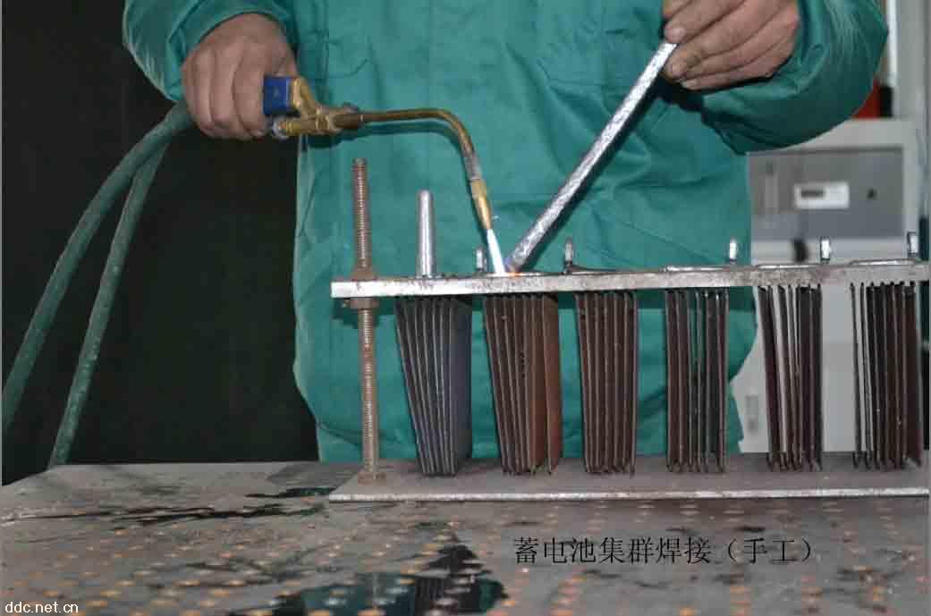 山东电动车电池组装山东电动车电池生产设备过山车v电池图片