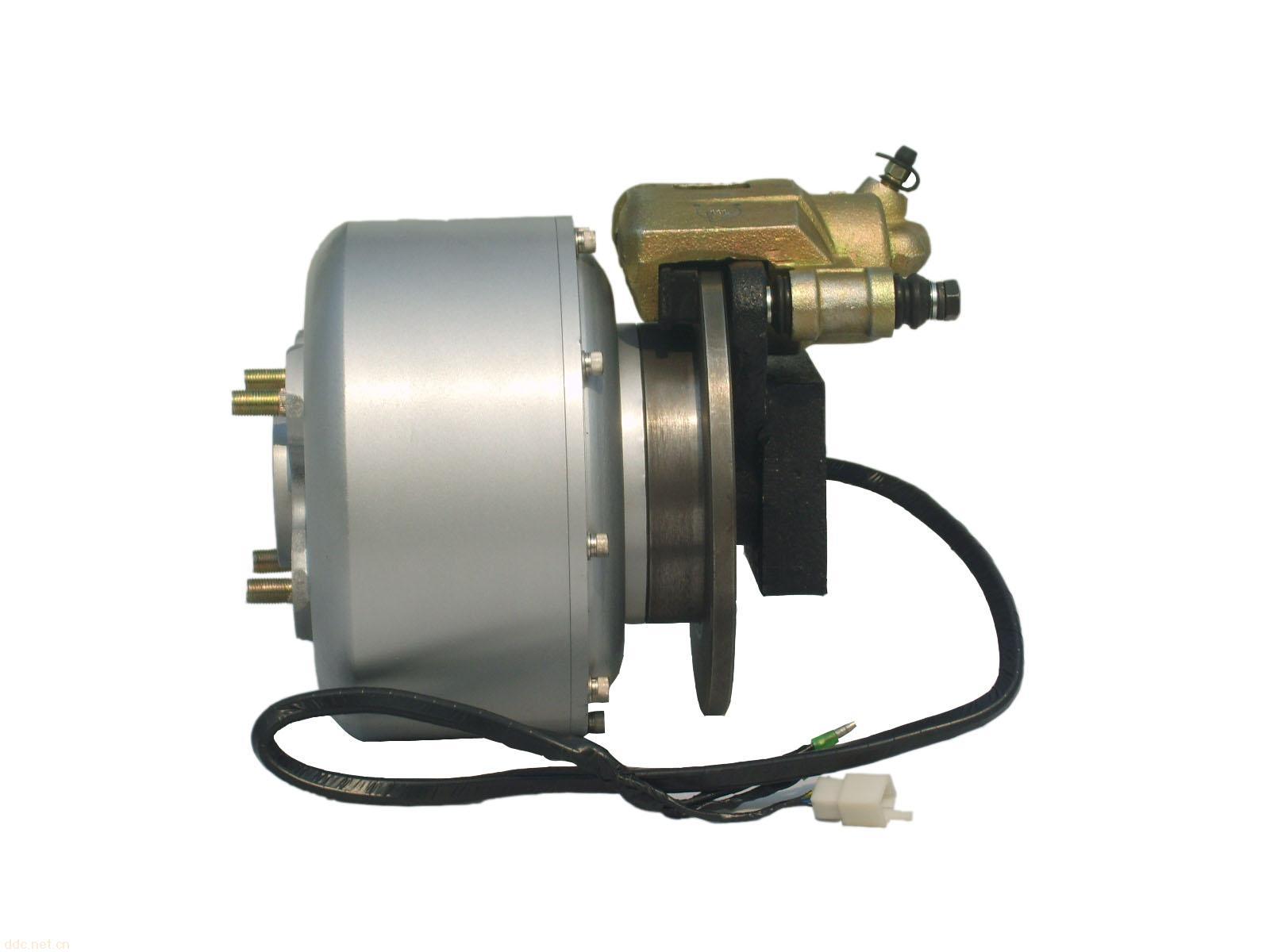 YT-297ZWG-2-5/72智能变挡永磁无刷中置电机是专为轻便型纯电动汽车及混合动力汽车而设计,具有转矩大、转速范围宽、智能变速等诸多特点,使用本电机作为动力,可以在不使用变速箱的情况下达到汽车行驶的动力指标,从而使得电动车的生产和制造更方便,成本更节约。 YT-297ZWG-2-5/72智能变挡永磁无刷中置电机具有3C认证,参数符合国标GB/T21418的规定,安全可靠。 产品参数: 项目: 一挡 二挡 额定电压: 72V 额定功率 3.