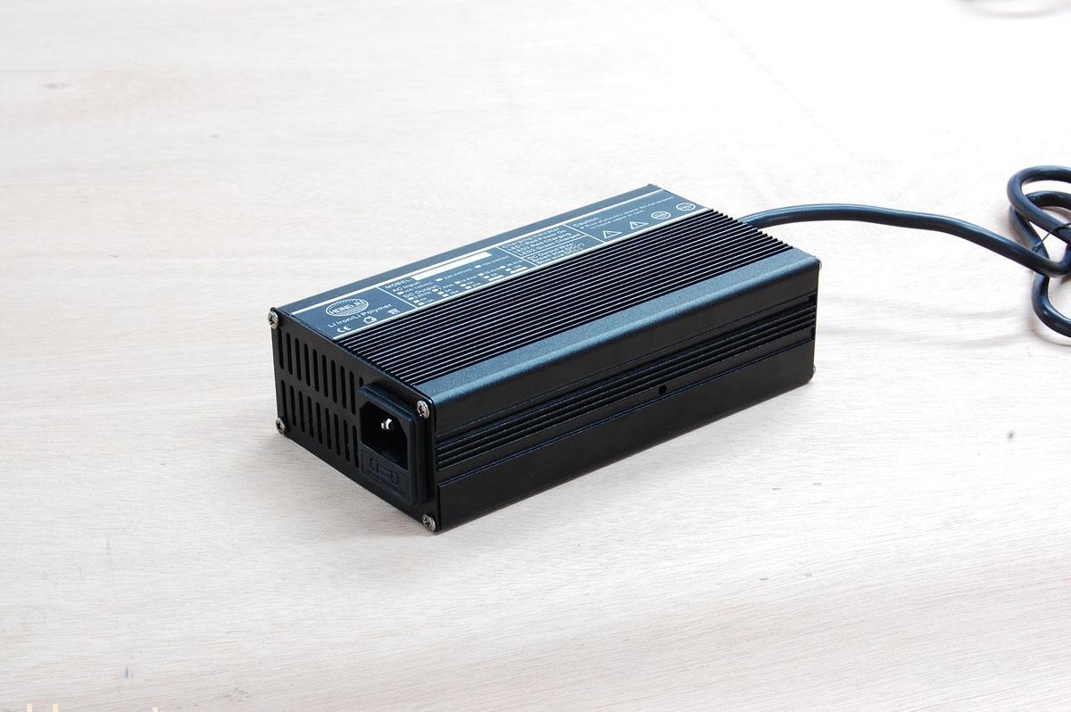 电池座接连器