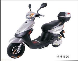 山东轻骑银色款巧格电动摩托车