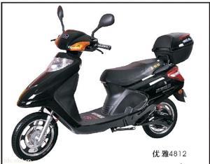 山东轻骑黑色款优雅电动摩托车