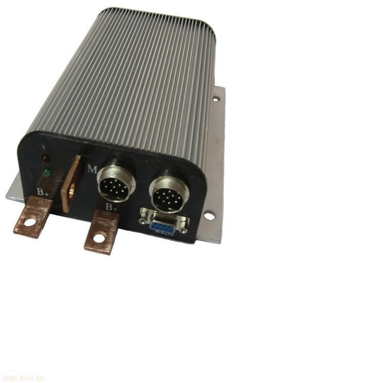 品名:电机控制器 产地:南京 产品介绍: 1、超静音设计技术:独特的电流控制算法,能适用于任何一款无刷电动车电机,并且具有相当的控制效果,提高了电动车控制器的普遍适应性,使电动车电机和控制器不再需要匹配。 2、恒流控制技术:电动车控制器堵转电流和动态运行电流完全一致,保证了电池的寿命,并且提高了电动车电机的启动转矩。 3、自动识别电机模式系统:自动识别电动车电机的换向角度、霍尔相位和电机输出相位,只要控制器的电源线、转把线和刹车线不接错,就能自动识别电机的输入几输出模式,可以省去无刷电动车电机接线的麻烦,