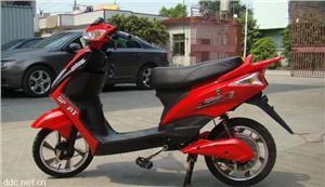 达铃红色时尚350W电动摩托车