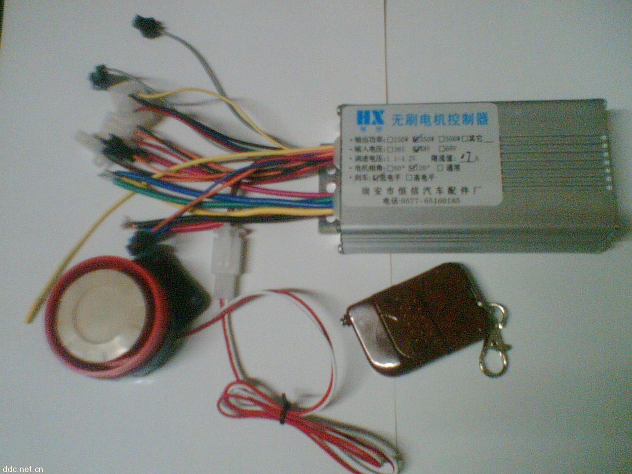 恒信遥控防盗智能型无刷电动车控制器是我公司研究开发的新型电动车控制器,除具备普通控制器所有功能外,最主要是具有:1,遥控防盗报警功能,当有人推车时高分贝喇叭立即报警,控制器自动将电机锁死使车子根本无法推行。2,柔性EABS刹车功能,完全不损伤电机,减少机械刹车的压力,避免了机械刹车将车子刹死,大大提高了车子行驶安全。