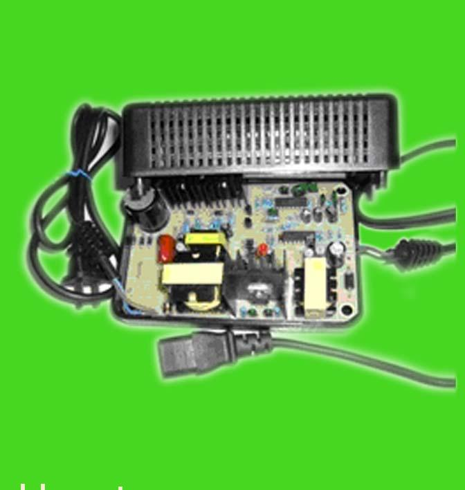 所介绍两款电动自行车充电器为AS-36V1.8A和AS-48V1.8A,采用现代PWM开关技术对电瓶充电。本充电器外壳采用优质高阻燃黑色ABS塑料铸造而成、结构坚固美观有利于散热、体积小(36V和48V体积及外观相同)、重量轻、采用自然风冷、充电效率高、输入电压范围宽等优点。设计标准充电时间为8小时左右,也可根据客户特殊要求更改充电时间。整机工作方式采用恒流、恒压对电瓶进行充电,具有电压、电流自动调节功能,整个充电过程随着充电时间的推移,电池端电压逐渐上升,充电电流逐渐减小,有利于延长电瓶的使用寿命。(本