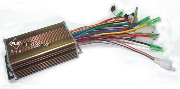 飞力科无刷电动车控制器(FLK48350B型) 一、飞力科无刷电动车控制器(FLK48350B型)主要功能和特点 飞力科无刷电动车控制器(FLK48350B型)主要采用原装进口MCU并以程序来实现控制和保护电动车的电机、电池,使电动车驱动系统工作在最佳状态,从而提高产品的可靠性和使用寿命;采用霍尔电子无级调速系统,具有欠压保护、过流保护、堵转保护、软启动、刹车自动断电等功能,可靠的对电机和电池进行保护,确保电动车使用及安全; 产品贴片元件安装、抗干扰耐震动、控制功能完善、性能优越、可靠性高、稳定性好: 1