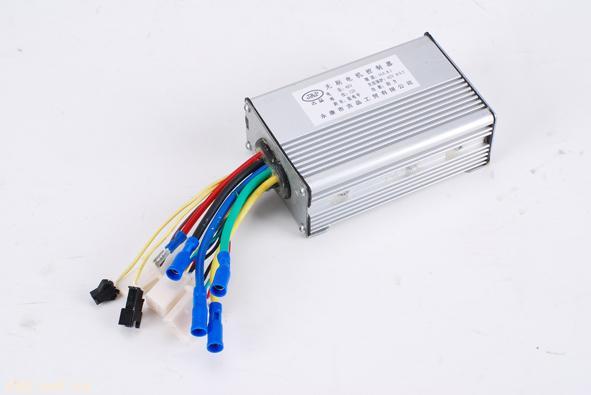 电动车控制器(24-48V 180-350W 6管) 主要功能: 1. 超静音启动 2. 柔性/线性EBS 3. 过流保护,短路保护 4. 刹车断电功能 5. 限速功能 6. 温控保护功能 7. 倒车功能,智能防止误倒车 8. 1:1阻力功能 9. 欠压滞环保护,延长电池寿命 10. MOS管过流实时保护 11. 堵转保护功能 12.