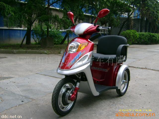 老年电动三轮代步车 高清图片
