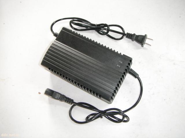 龙亨48v20ah黑色电动车充电器