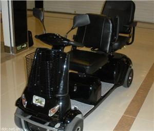亚飞亚老年人双人座电动代步车