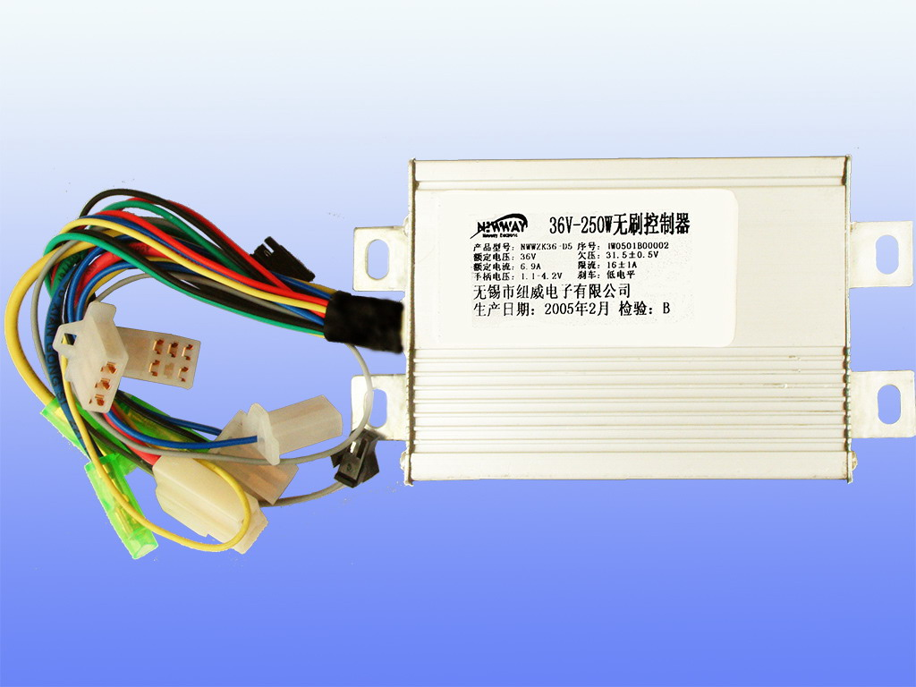 36V-250W智能型无刷控制器 产品型号:NWWZK36-D2 额定电压:36V; 功率:250W; 欠压:31.5V0.5V; 限流:161A; 刹车断电:机械常开,低电平/高电平(+12V); 转把电压:1.1V~4.2V; 备注:智能型,具有软启动、低噪音、巡航、堵转保护等功能,相位兼容。