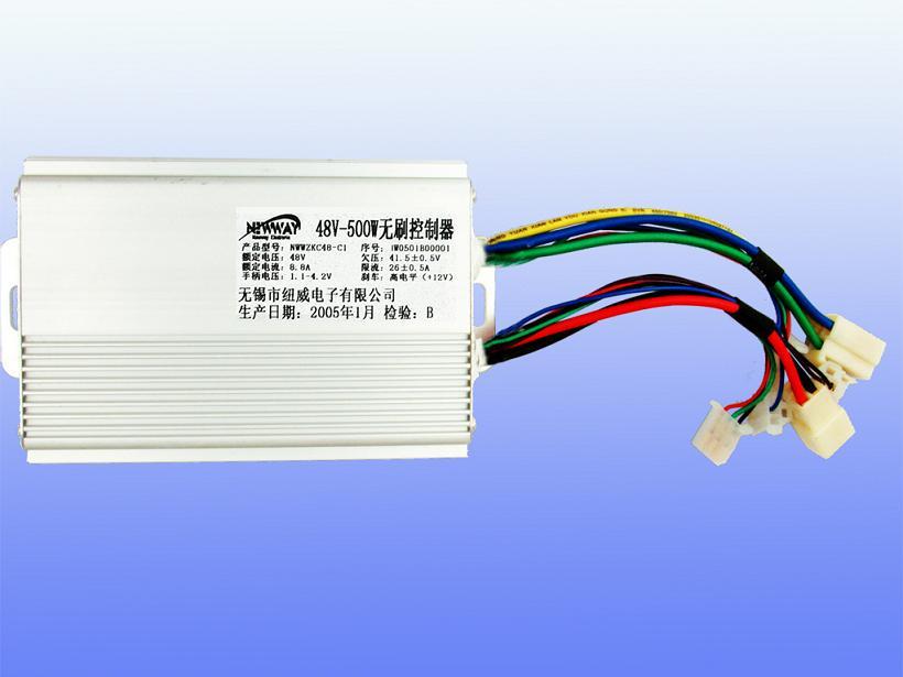 48V-500W智能型无刷控制器 产品型号:NWWZKC48-C5 额定电压:48V; 功率:500W; 欠压:41.5V0.5V; 限流:251A; 刹车断电:机械常开,低电平/高电平(+12V); 转把电压:1.1V~4.2V; 备注:智能型,具有软启动、低噪音、巡航、堵转保护等功能,相位兼容。