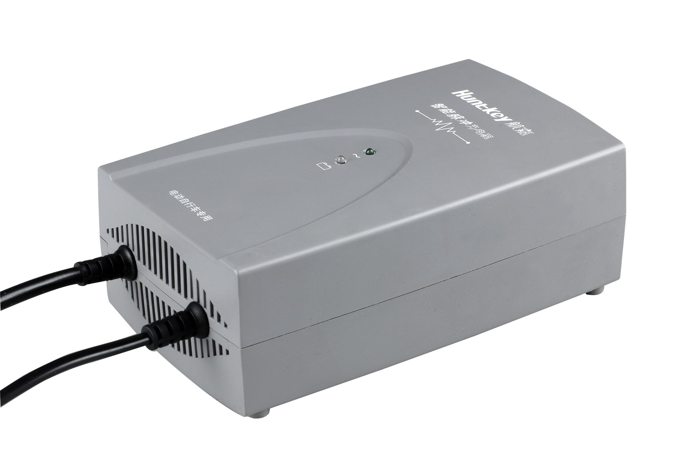 1、 产品特点  采用高频开关电源和芯片技术  智能控制,适时跟踪充电状态,调节充电参数,保证100%充满电,避免欠充电和过充电  正、负脉冲技术,有效去除极化,控制电池温升,减少失水,延长电池使用寿命一倍以上  对因硫酸盐化而导致失效的电池具有良好的修复作用  快速充电,充满12AH电池只需2-4小时  短路/过流/过压/欠压/过温/反接保护 2、技术规格 交流输入 额定输入电压 AC 220V 电源频率 50/60Hz 适用的交流电压范围 176V~264V 直流输出 最大输出功率 200W